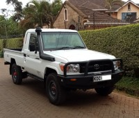 toyota-landcruiser-pick-up-small-0