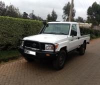 toyota-landcruiser-pick-up-small-3