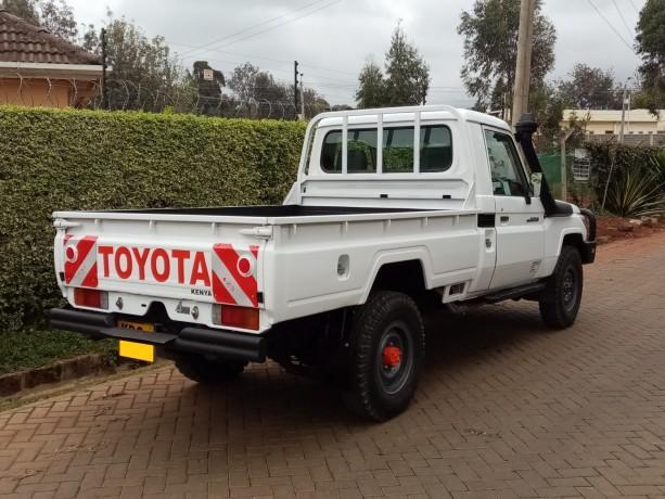 toyota-landcruiser-pick-up-big-2