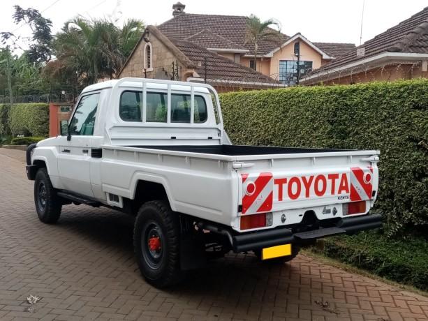toyota-landcruiser-pick-up-big-1