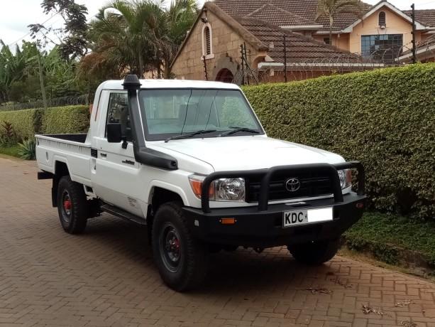 toyota-landcruiser-pick-up-big-0