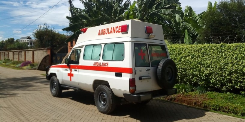 toyota-landcruiser-ambulance-big-3